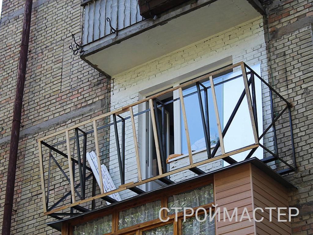 Остекление балкона с выносом в хрущевке