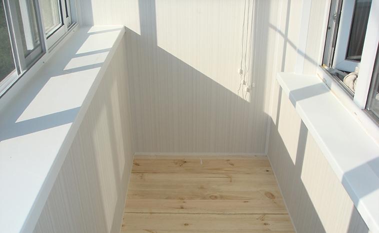 Отделка балконов ПВХ панелями по низким ценам