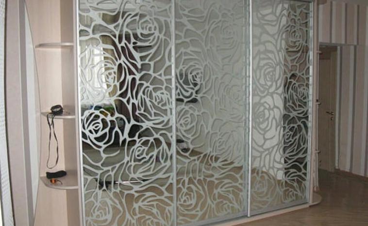 Двери с пескоструйным рисунком для шкафов купе в Северске